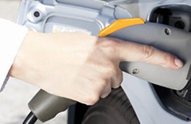 Aufladen der Batterie eines Elektroautos